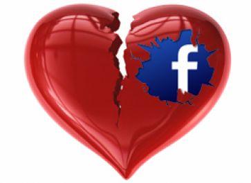memberi komentar mesra di Facebook supaya cewek kamu cemburu