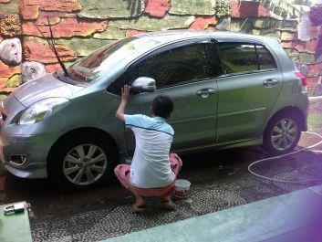 datang ke rumah anda untuk mencuci mobil anda. Jadi anda tidak perlu membuang tenaga dan tidak perlu keluar rumah. I need a job.