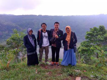 melakukan penelitian langsung di Jawa timur, membuat artikel ilmiah,berita, dan memeriksa hasil arikel