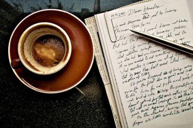 menulis cerita/menjadi ghostwriter/mengarang