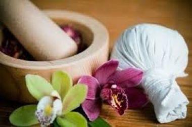 Membantu mengurangi rasa capek anda ( Pijat tradisional )
