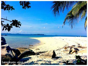 Memberikan segala informasi pariwisata, kuliner, sewa kapal, guide untuk berlibur di Pulau Belitung (Laskar Pelangi)