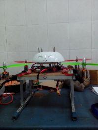 memberikan video tutorial cara menerbangkan quadcopter