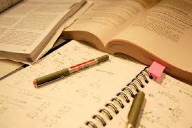 membantu menuliskan dan merapikan CV/resume profesional untuk lamaran kerja