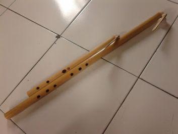 buatkan suling bambu kualitas terbaik dengan menuliskan namamu dengan aksara sunda