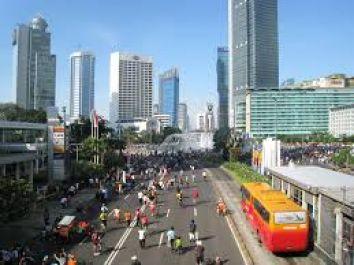 menemani jalan seharian pada saat weekend di Jakarta