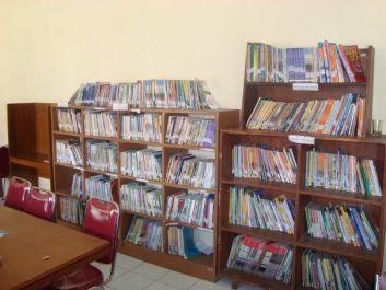 membantu kamu dalam hal pustakan dan kepustakawanan yang bersangkutan dengan buku