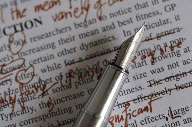 mengetikkan tulisan dalam bahasa Indonesia dan bahasa Inggris sebanyak dua puluh halaman folio (ekivalen)