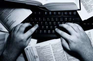 menerima bahan ketikan naskah, makalah, skripsi