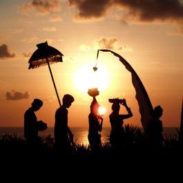 menjadi guide pribadimu keliling Denpasar, Kuta, Nusadua, Sanur selama 1 jam
